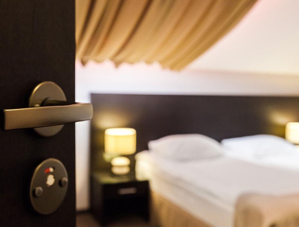 Şile Otobanı yolu üzerinde inşaatı devam etmekte olan Aksu Hotel en yakın zamanda konuklarını ağırlamaya hazırlanıyor.
